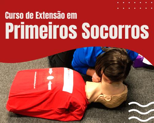 Técnico em Enfermagem Socorrista se preparando para entrar na ambulância - Curso de Primeiros Socorros